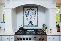 White and blue kitchen tile