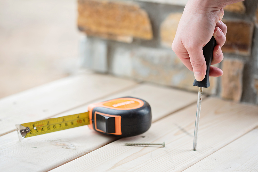 Tape Measurer & Screwdriver
